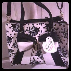Super cute Betsey Johnson purse black and white